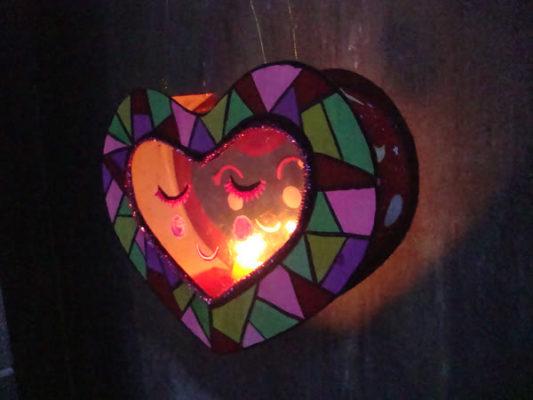 Làm lồng đèn bằng giấy hình trái tim 11