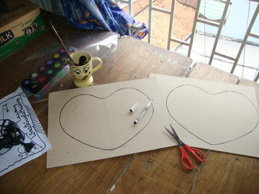 Làm lồng đèn bằng giấy hình trái tim 2