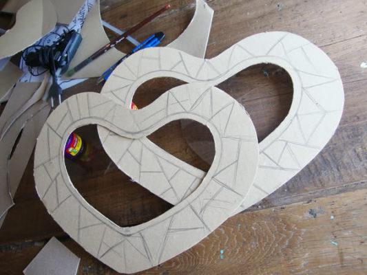 Làm lồng đèn bằng giấy hình trái tim 4