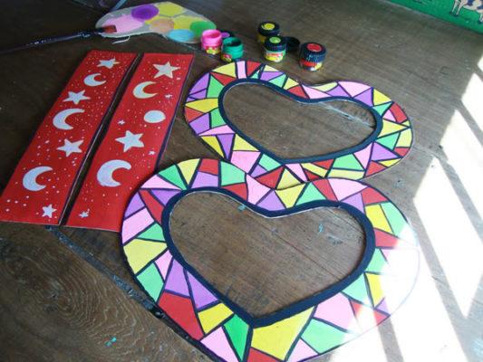 Làm lồng đèn bằng giấy hình trái tim 6