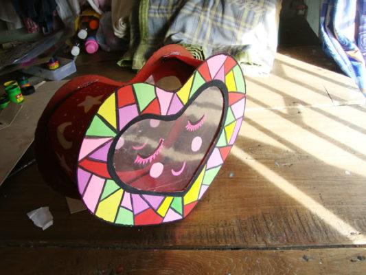 Làm lồng đèn bằng giấy hình trái tim 9